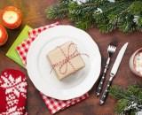 christmas table setting with candles and xmas PKZ7L5X - Jambon espagnol 1Kg avec planche et couteau