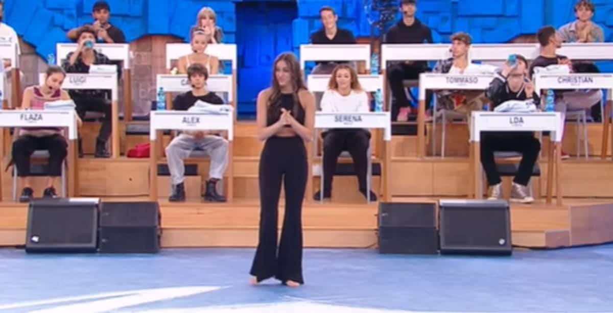 Giulia Stabile ad Amici di Maria De Filippi balla Mala Mujer: ecco l'esibizione | Video Witty Tv