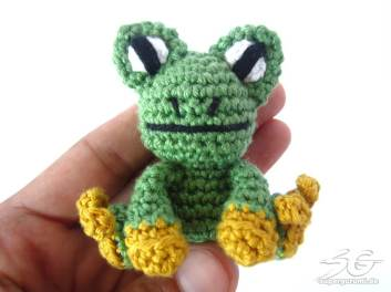 Amigurumi Crochet Frog
