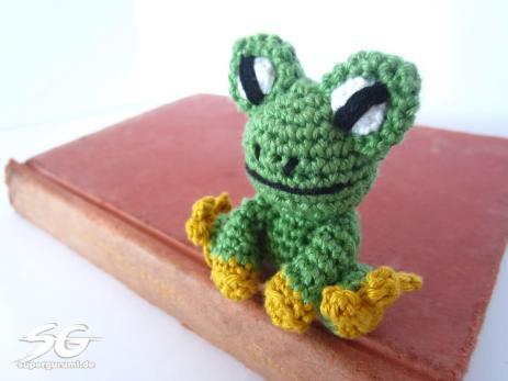 Tiny Crochet Frog