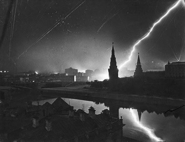 1941 yılında Moskova'da Alman hava saldırısı