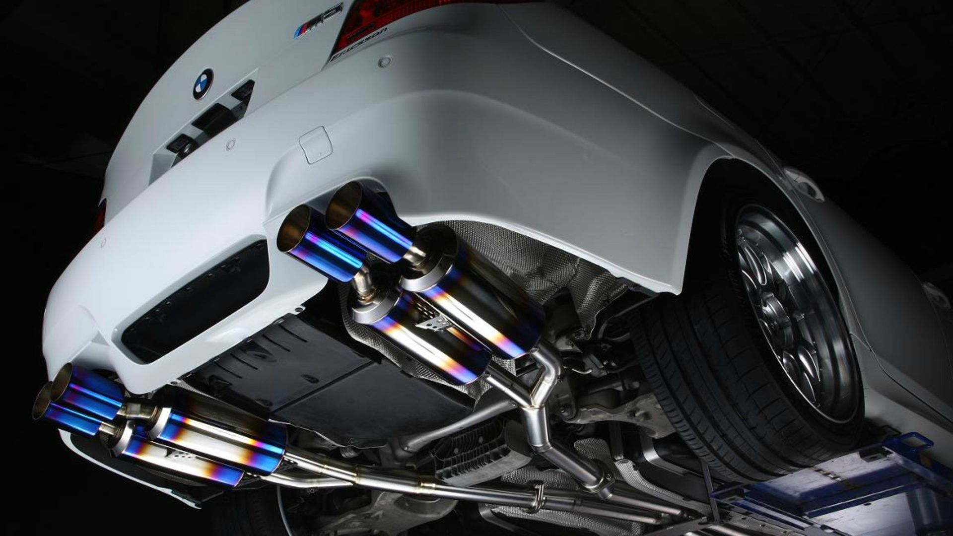3d Beach Wallpaper Cost Bmw M5 Exhaust Pipes