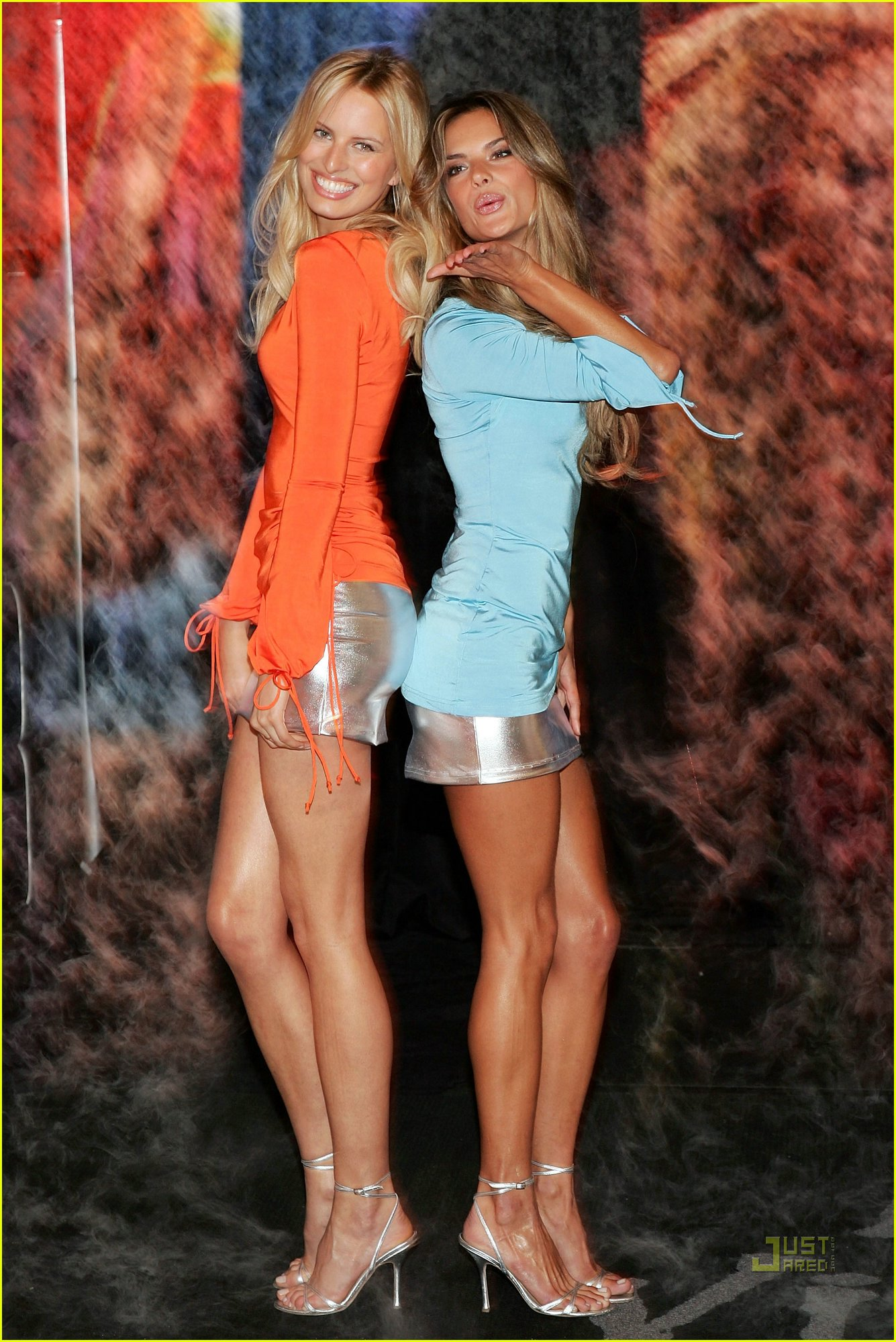 Very Cute Girl Wallpaper Victorias Secret Models In Blue And Orange Dress