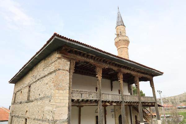 900 yillik camide endiseli ibadet 0 - 900 yıllık camide, endişeli ibadet