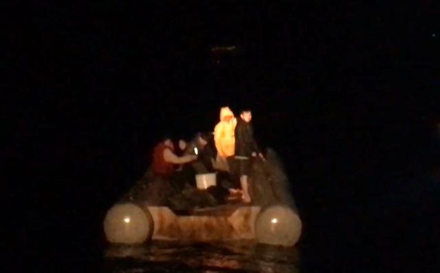 canakkale aciklarinda 5 duzensiz gocmen kurtarildi 0 - Çanakkale açıklarında 5 düzensiz göçmen kurtarıldı