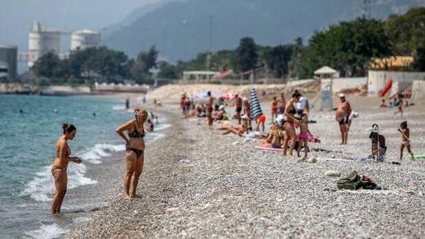 Bayramın ilk gününde turistler sahillere akın etti