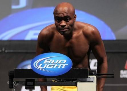 A. Silva (foto) diz resolver todos seus problemas com o UFC diretamente com White. Foto: Divulgação