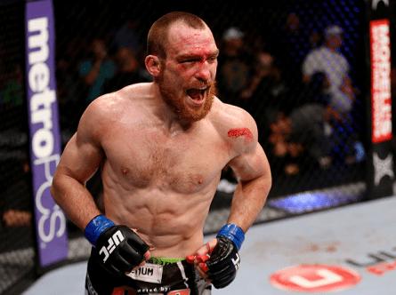 P. Healy (foto) comemora vitória sobre J. Miller; resultado foi revertido. Foto: Josh Hedges/UFC