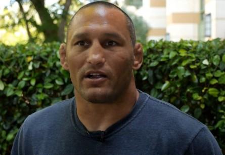 D. Henderson (foto) quer voltar ao octógono em dezembro. Foto: Reprodução/YouTube