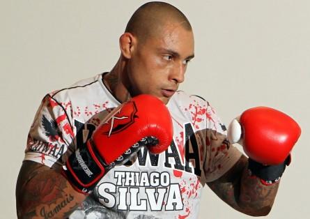 T. Silva (foto) pode voltar ao octógono no dia 9 de outubro. Foto: Josh Hedges/UFC