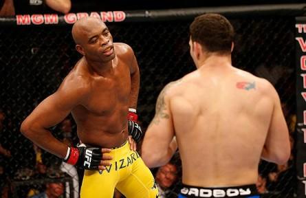 Para treinador, Anderson perdeu o foco na luta e sentiu-se incomodado por Weidman. Foto: Josh Hedges/UFC