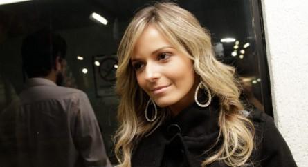 """Ex-modelo da VIP é a nova """"octagon girl"""" brasileira do UFC"""