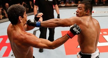 M. Trator (dir.) encara estreante canadense no UFC 165. Foto: Josh Hedges/UFC