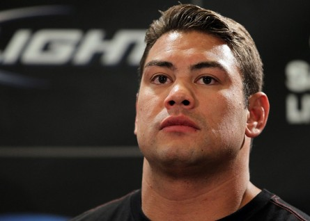 S. Del Rosario (foto) teve que ser ressuscitado no atendimento médico. Foto: Josh Hedges/UFC