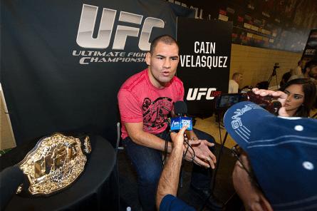 Velasquez (foto) deverá fazer próxima defesa de cinturão no México. Foto: Divulgação/UFC