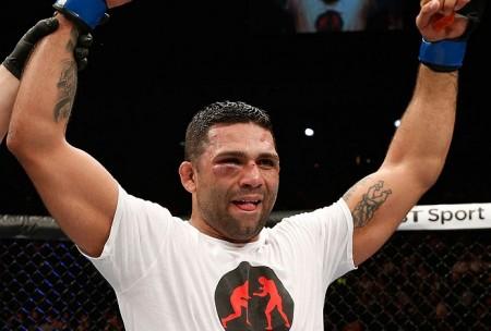 Cláudio Silva (foto) volta ao octógono em junho. Foto: Josh Hedges/UFC