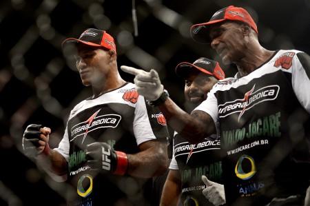 Jacaré (esq.) e Camões (dir.) trabalham juntos desde derrota para Mousasi. Foto: Divulgação/Fernando Azevedo