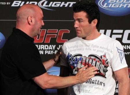 D. White (esq.) desfez a parceria do UFC com C. Sonnen (dir.) na TV norte-americana. Foto: Josh Hedges/UFC