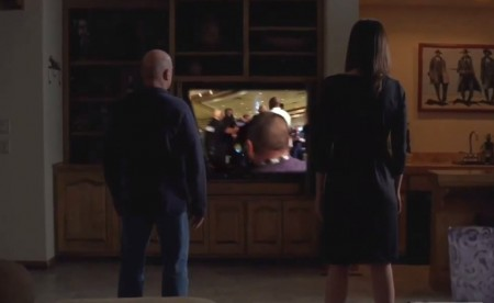 Personagens de Breaking Bad assistem à briga entre Jones e Cormier. Foto: Reprodução/YouTube