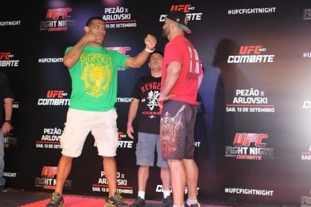 Pezão (esq.) e Arlovski (dir.) fazem a luta principal do UFC Brasília. Foto: Lucas Carrano/SUPER LUTAS