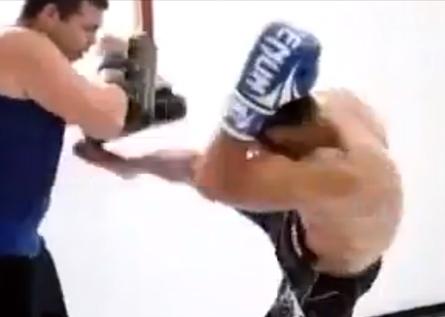 Aldo treina chutes com Rizzo. Foto: Reprodução