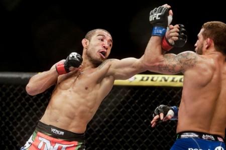 Aldo (esq.) derrotou Mendes (dir.) pela segunda vez no UFC 179. Foto: Inovafoto
