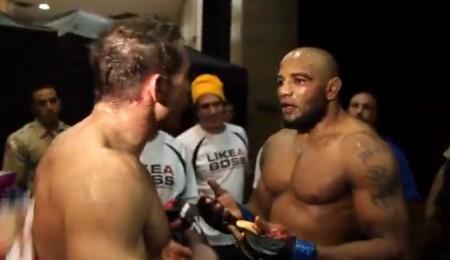 Kennedy (esq.) e Romero (dir.) discutiram no UFC 178. Foto: Reprodução