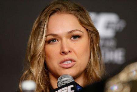 R. Rousey (foto) está invicta como profissional em dez lutas. Foto: Josh Hedges/UFC