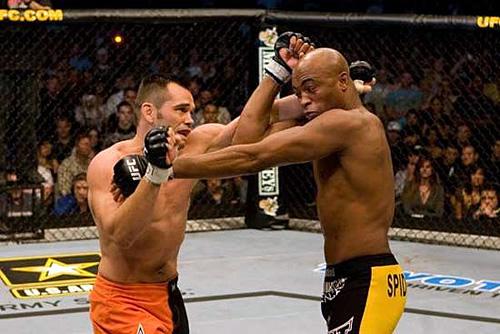 Anderson (dir.) e Franklin (esq.), sua primeira vítíma em lutas pelo cinturão. Foto: Divulgação