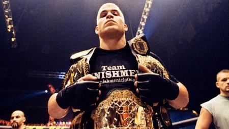 Grande estrela da época, Tito Ortiz defendeu seu cinturão na estreia em Vegas. Foto: Divulgação