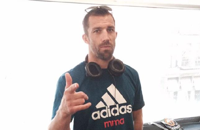 Atleta da Adidas, Rockhold (foto) terá que usar uniformes da rival Reebok no octógono. Foto: Reprodução