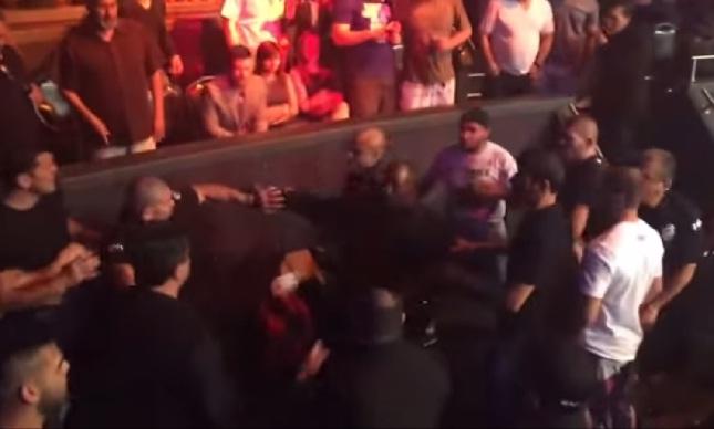 Briga entre lutadores teve socos e arremessos de bebidas. Foto: Reprodução