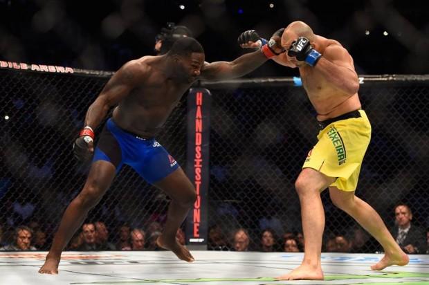 Johnson apagou Glover em apenas 13 segundos. Foto: Divulgação/UFC
