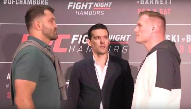 Arlovski (esq) e Barnett (dir) fazem a luta principal do UFC Fight Night 93. (Foto: Reprodução).