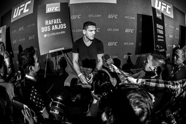 Ex-campeão R. Dos Anjos estreia no meio-médio (Foto: Reprodução Facebook UFC)