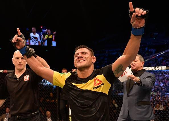Dos Anjos estreou com vitória nos meio-médios (Foto: Reprodução Facebook UFC)