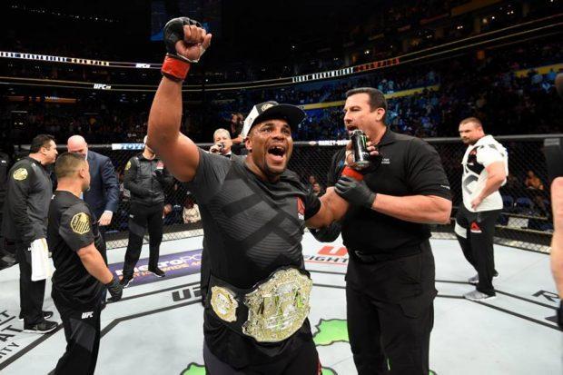 D. Cormier luta no UFC 214 (Foto: Reprodução/Facebook/UFC)