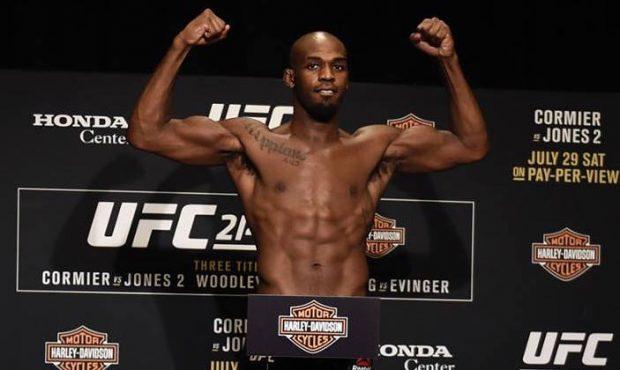 Jones está provisoriamente suspenso do UFC (Foto: reprodução/Facebook UFC)