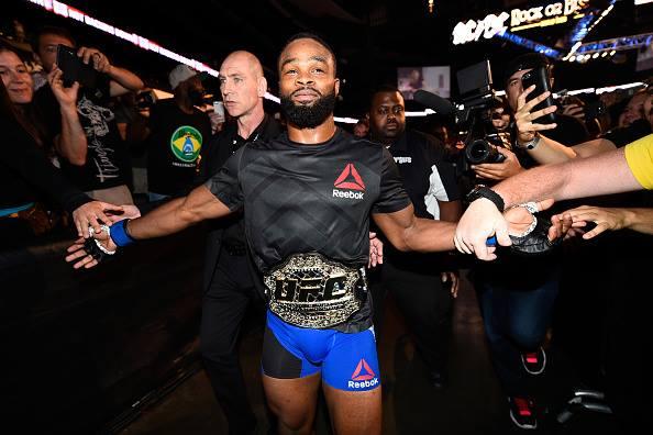T. Woodley segue como campeão do UFC (Foto: Reprodução Facebook UFC)