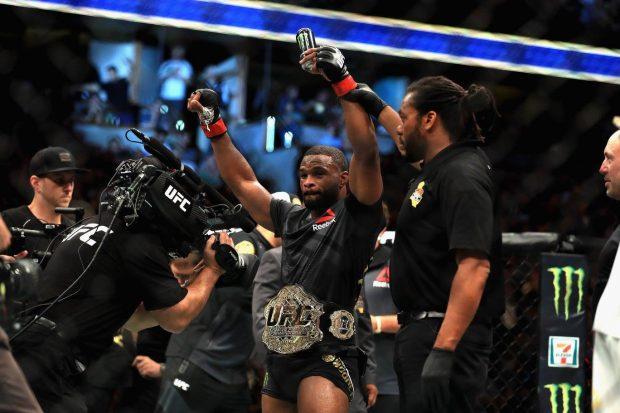 T. Woodley (foto) venceu Lawler em 2016 (Foto: Reprodução Facebook UFC)
