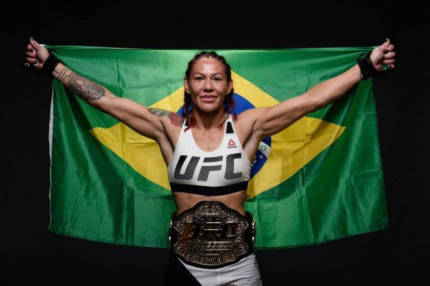 Cyborg quer igualdade antes do UFC 219 (Foto: Reprodução/Facebook UFC)