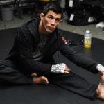 Cruz está fora do UFC 219 (Foto:Reprodução/Twitter UFCNews)