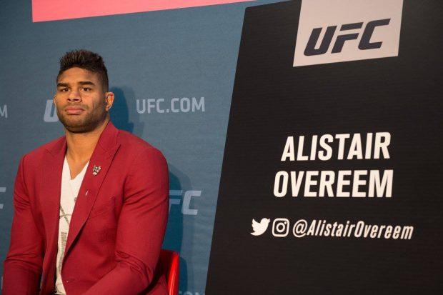 A. Overeem (foto) vem de duas vitórias seguidas (Foto: Reprodução Facebook UFC)