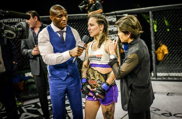 K. Faria é entrevistada após luta (Foto: Reprodução Facebook Titan FC)