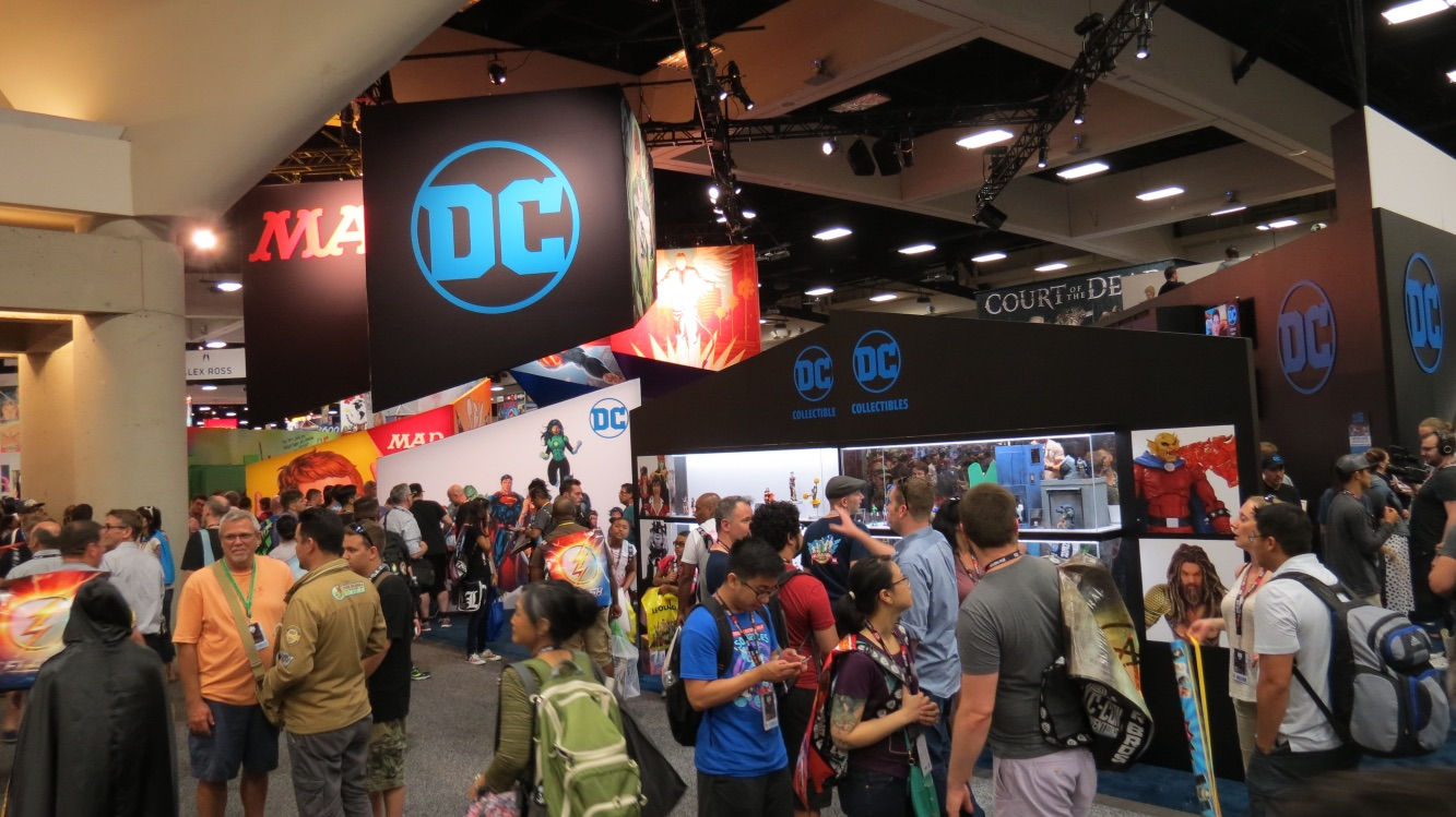 160724-SDCC-DCbooth1