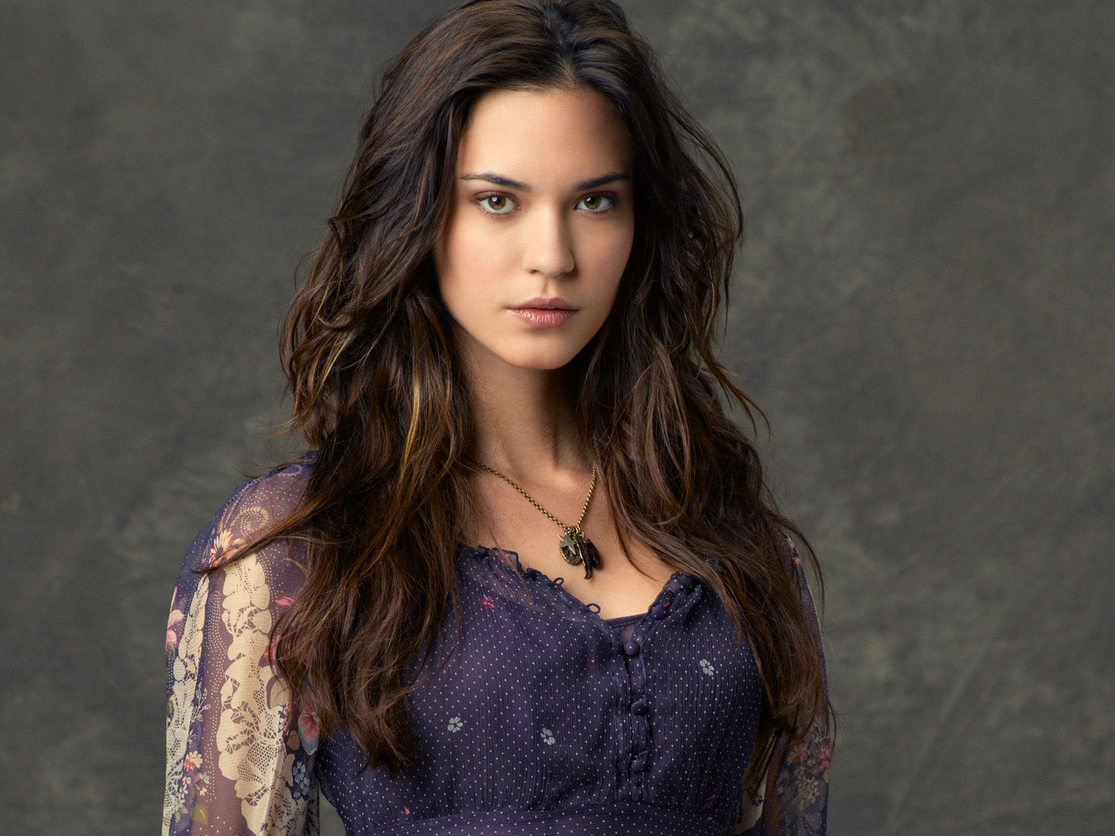 Odette Annable Cast as Reign for