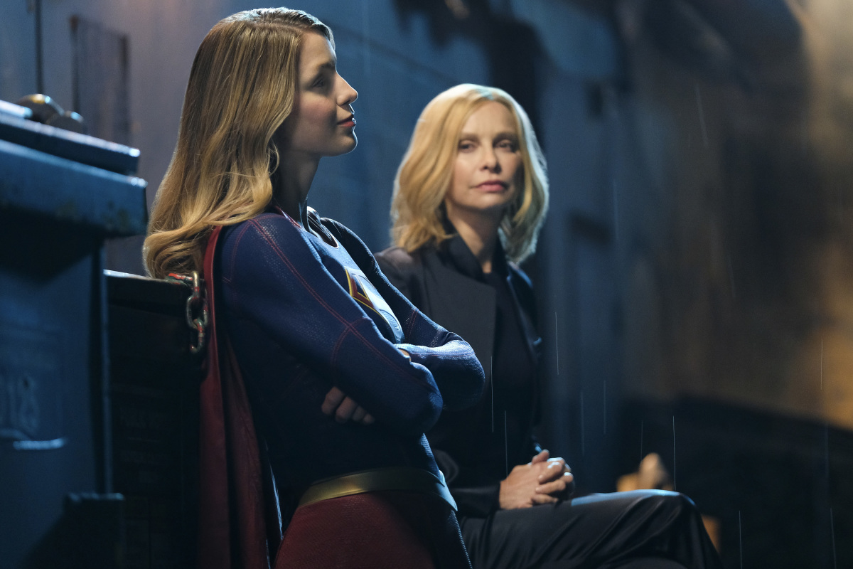 Supergirl-S02E21-Resist18