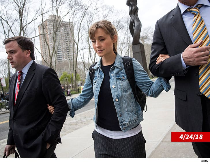 'Smallville' actress Allison Mack, called slave 'master,' granted bail