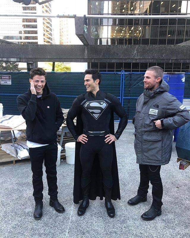 Tyler Hoechlin in Black Superman Costume for The CW's Crossover