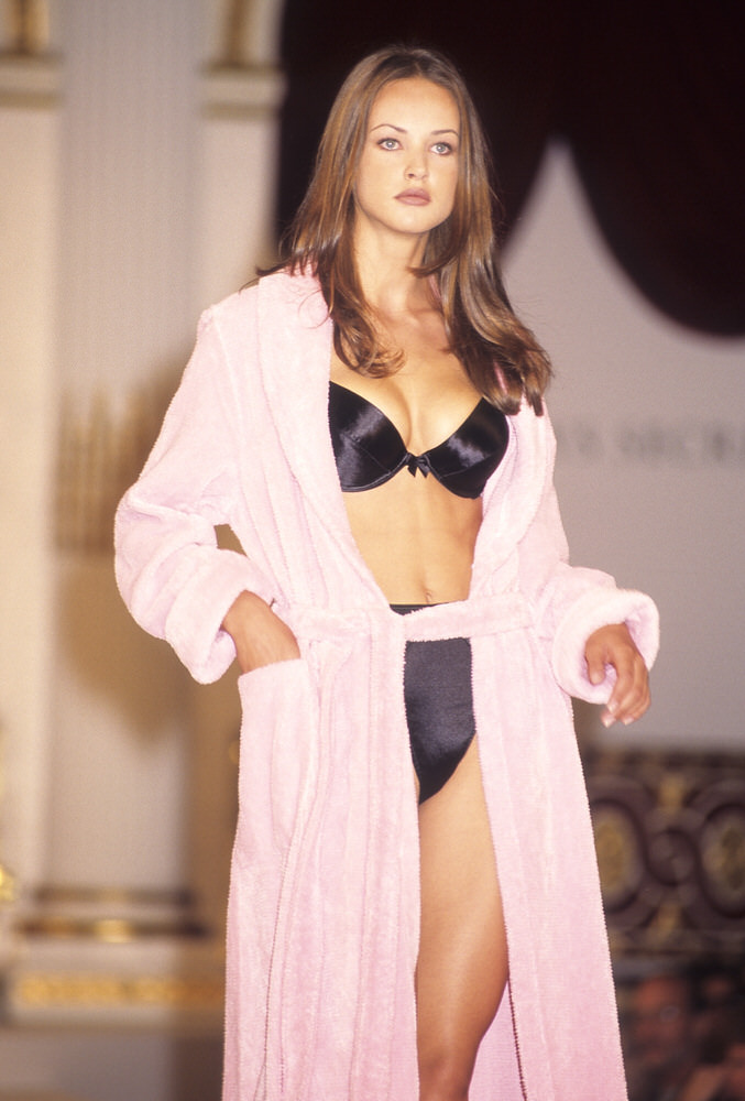 Victoria's Secret Fashion Show 1995 – Runway – Magdalena Wrobel [x 4]